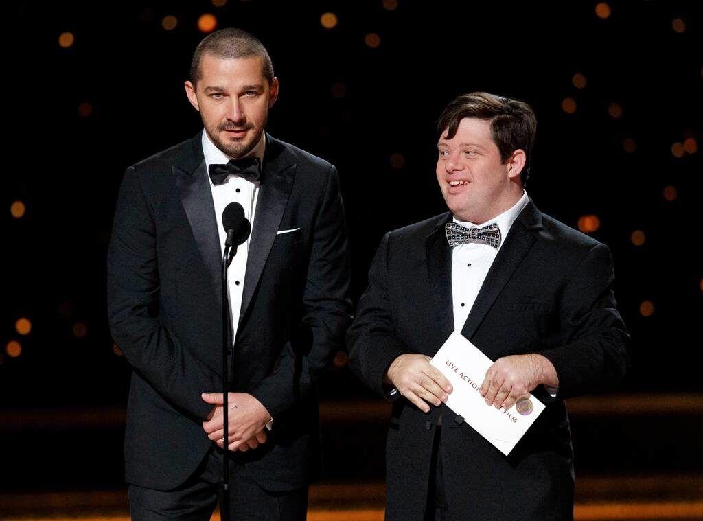 Foto de Shia Labeouf y Zack Gottsagen en la ceremonia de los Óscar.