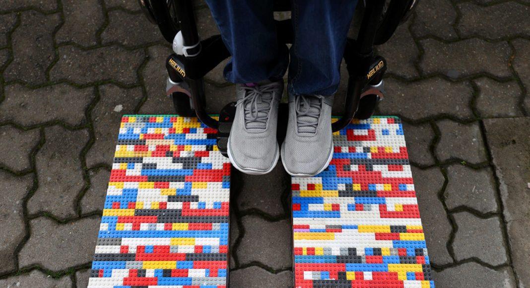 Foto de rampa hecha con piezas LEGO.