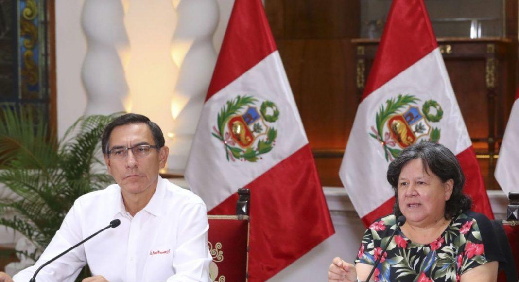 Martin Vizcarra y la ministra del MIDIS en conferencia de prensa.